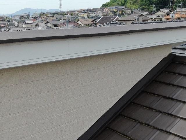 屋根の上の外壁をドロンで点検した画像